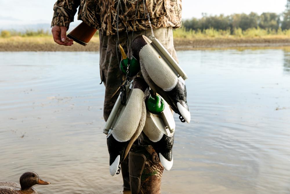 portland-oregon-pdx-pnw-waterfowl-duck-hunting-camo-swamp-mallard-ducks-geese-goose-shotgun-gun-hunters-decoys-gylfphe-photography-documentary-37