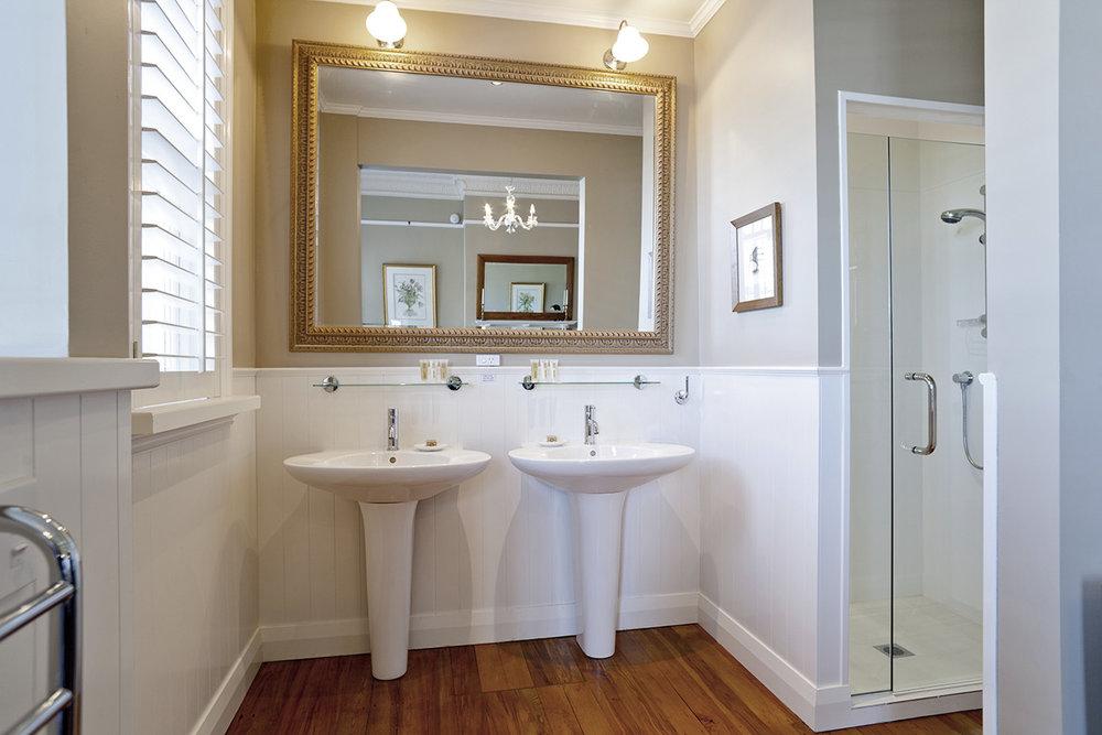 DELUXE ROOM BATH ROOM.jpg