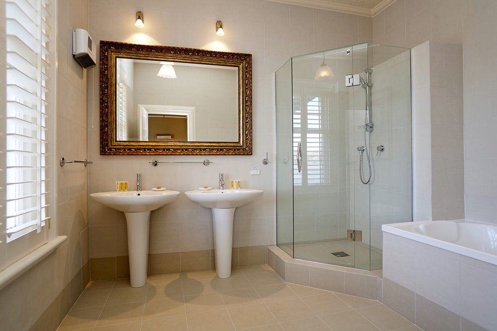 TOP FLOOR DELUXE ROOM BATH ROOM.jpg