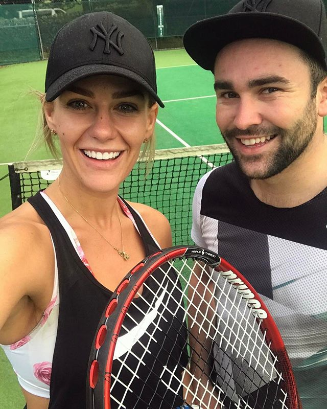 Tonight we decided to skip our usual gym work out and go to our local tennis courts and play tennis! Was so much fun even though I lost every single game 😂🎾 I am so hot and sweaty now - what a fun way to get some cardio in.