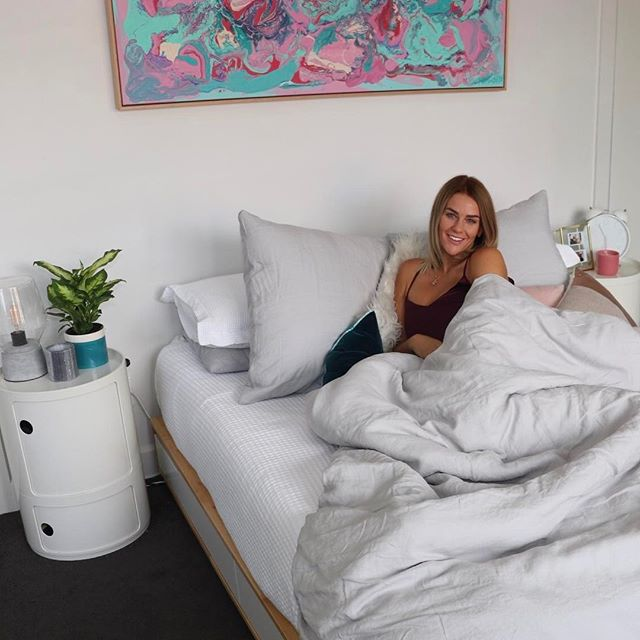There is nothing better than fresh new bedding to revamp your room in a matter of seconds, I am obsessed with my crisp Linen Duvet cover from @harveynormannz, it was so easy to match with everything I currently had! Harvey Norman is offering you a 30% off duvet cover sets until 6th April - link in my bio. Use the code DREAM at checkout to receive your 30% off  #dreamyourway