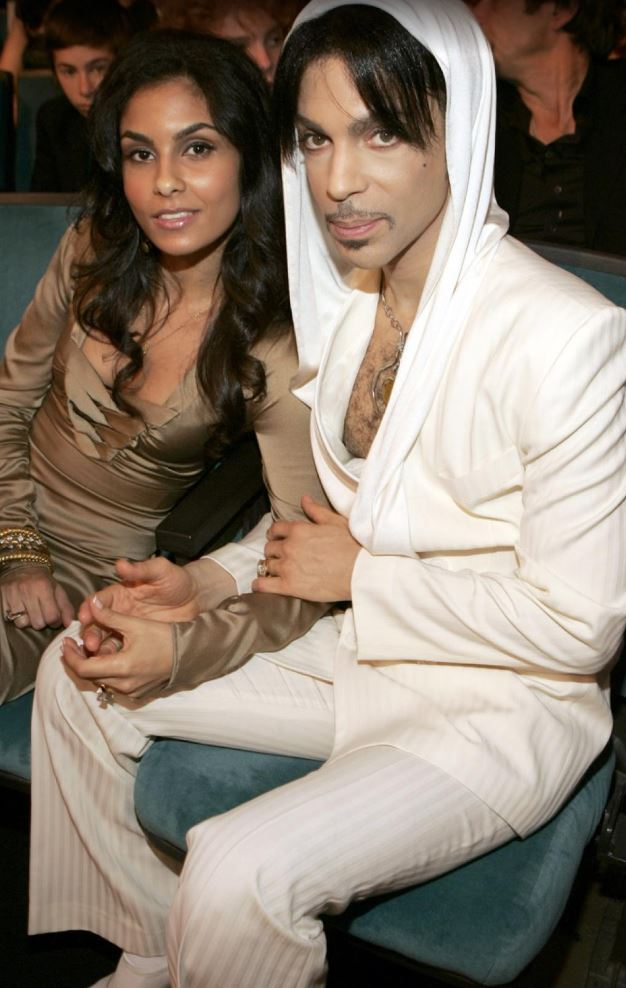 Photo Courtesy of:  http://www.nydailynews.com/entertainment/lovers-prince-gallery-1.2611219?pmSlide=1.2610069