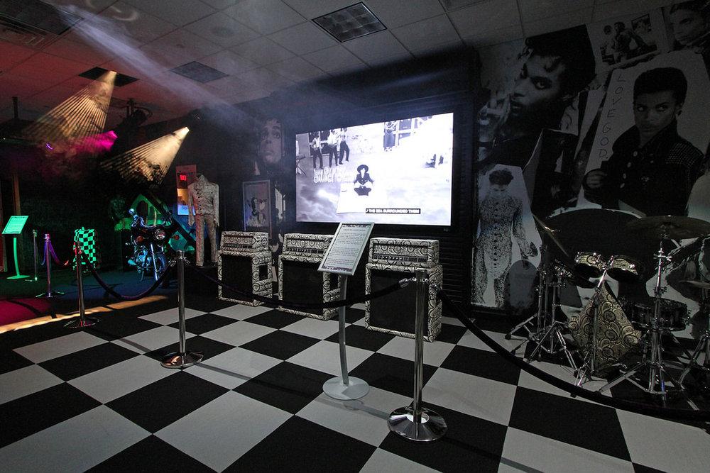 Black-and-white-floor-inside-mansion2.jpg