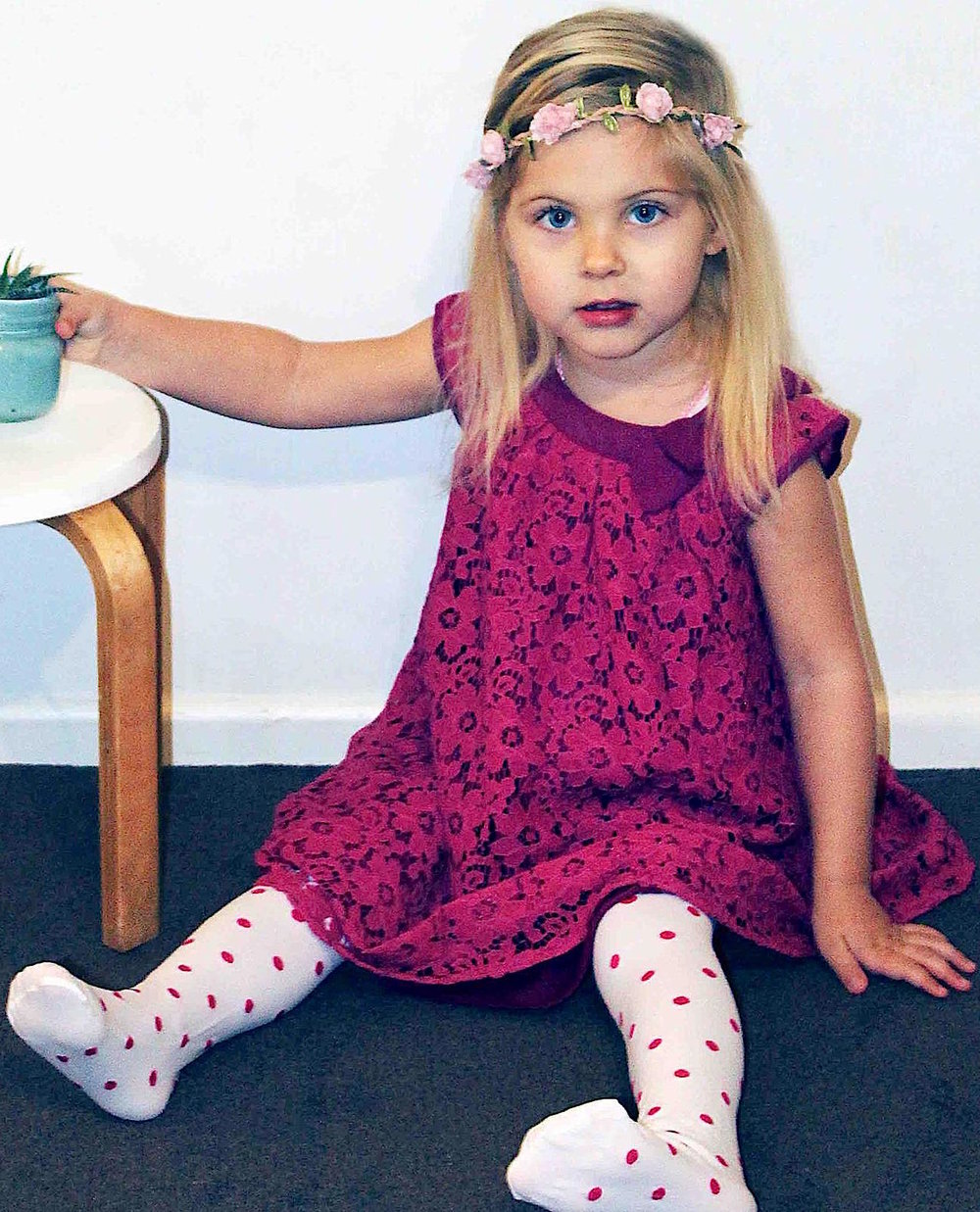 Scarlet dress with tights for girls