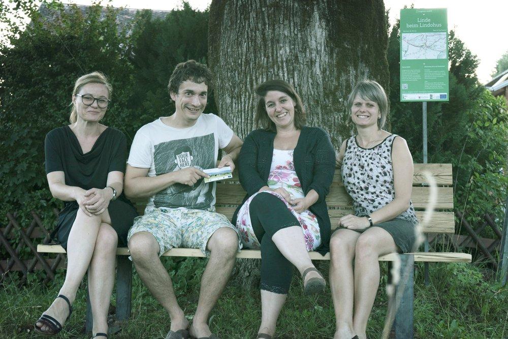 """v.r.n.l.: Bürgermeisterin Annette Sohler, Tourismus-Obfrau Dagmar Timmers-Fehr, Peter Steurer - Regionalentwicklung Vorarlberg, Isabella Natter-Spets - Projektleitung """"Lingenau erzählt"""""""