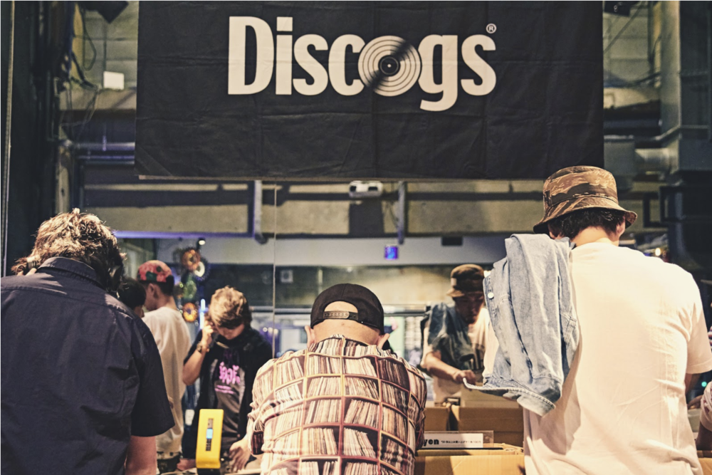 Music fans browse vinyl records for sale at Discogs' Crate Diggers Record Fair in Tokyo on September 2, 2017. Photo credit: Takumi Yamamoto.