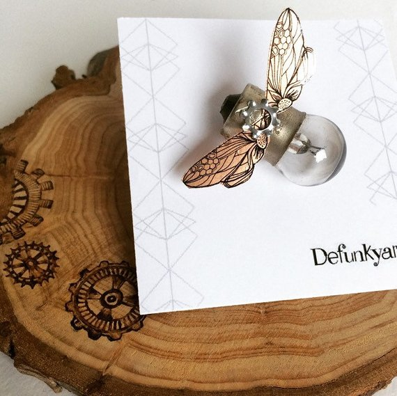 Defunkyard - Beautiful and unique gifts made from reclaimed materials such as old light bulbs.
