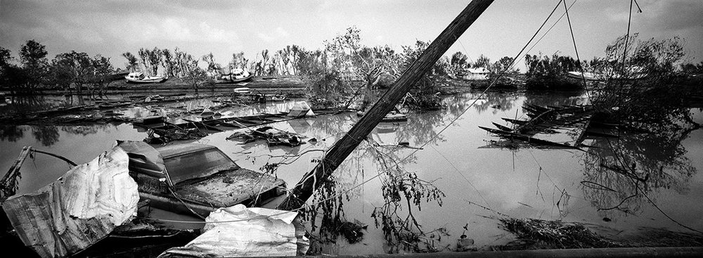USA, New Orleans, September 2005, Lake Shore Drive, outskirts of New Orleans, as the flood waters receded, cars and boats still were submerged in several feet of fetid water.
