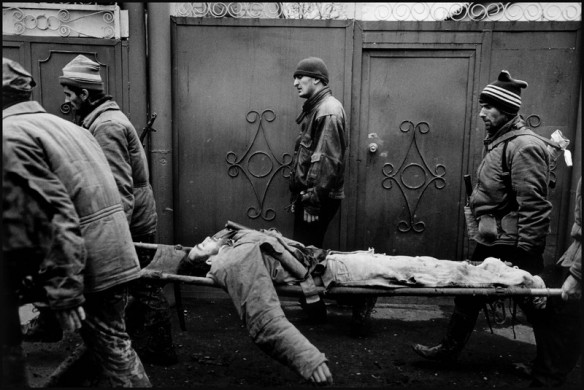 Minutka Circle, Grozny. January 1995. Chechen rebels retrieve their dead commander in silence.