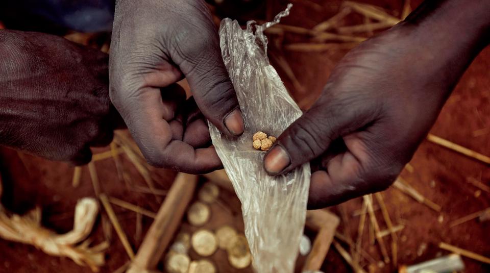 Un Filon En Or: La véritable histoire de l'or «togolais» raffiné en Suisse - by Pep Bonet