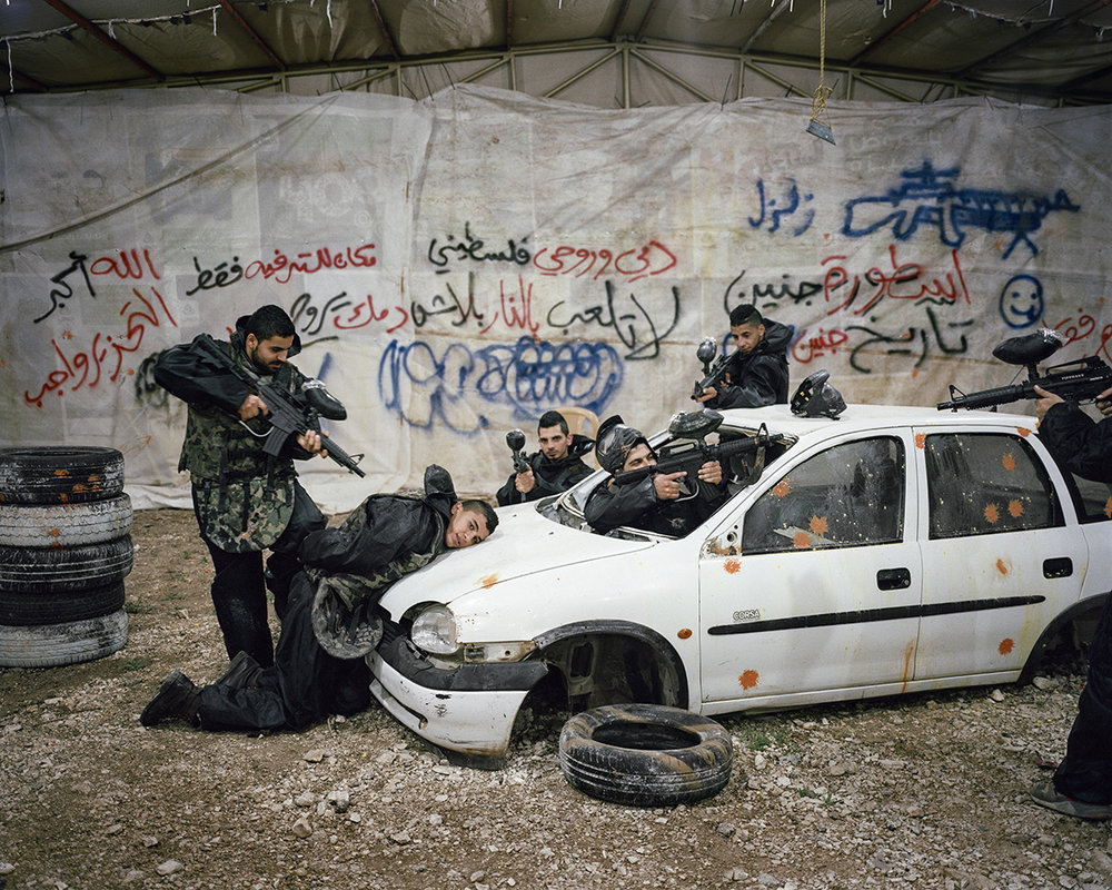 17. April 2015. Jenin, Westjordanland. Palaestinensische Paintballspieler.Engl.: April 17, 2015. Jenin, West Bank. Palestinian paintball players.
