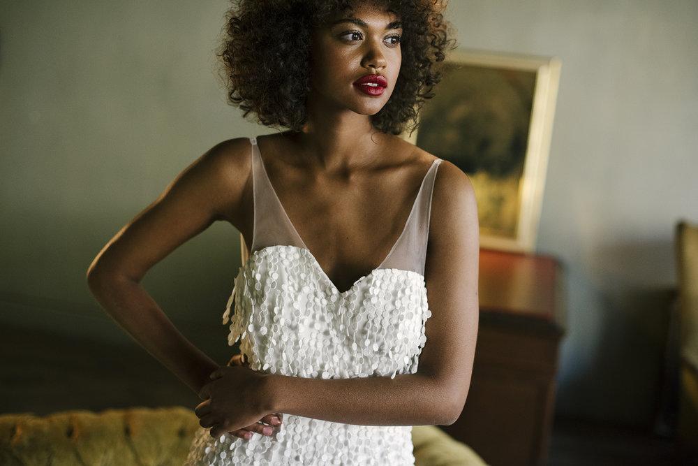 valentine-avoh-robe-mariee-rita-wedding-dress-embroidered-tulle-photo-elodie-timmermans-16.jpg