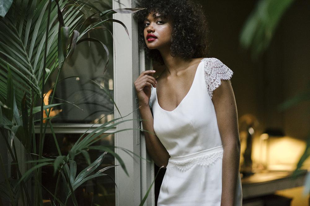 valentine-avoh-robe-mariee-dinah-wedding-dress-calais-lace-photo-elodie-timmermans-29.jpg