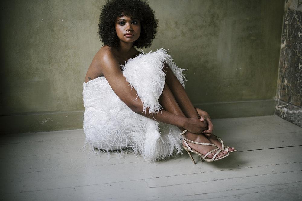 valentine-avoh-robe-mariee-ginger-wedding-dress-feather-photo-elodie-timmermans-42.jpg