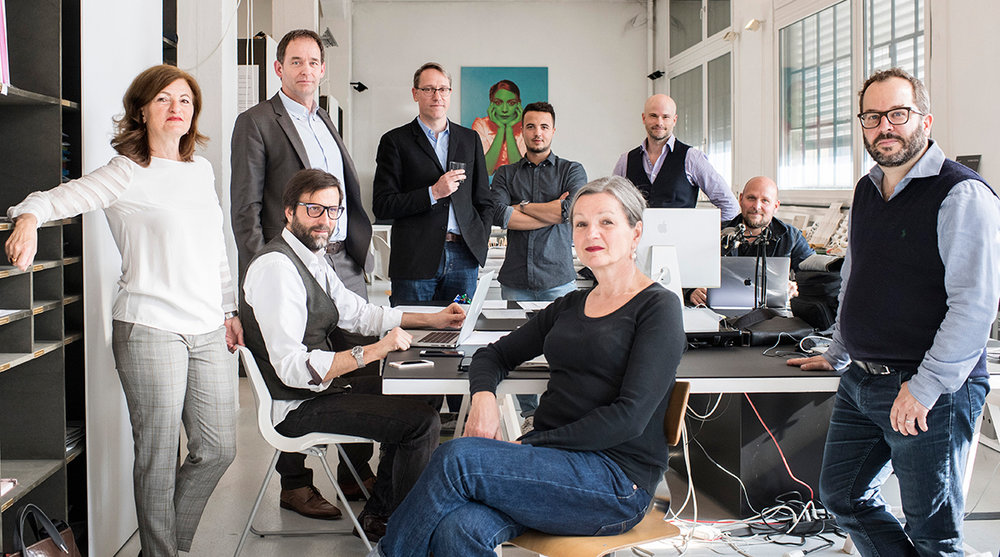 von links nach rechts: Marina Villa, Peter Sauter, Johannes Eisenhut, Sergio Cavero, Fabio Valsangiacomo, Barbara Liebster, Thomas Gschwind,Lukas Meier, Thomas Keller (Foto: Ennio Leanza / KEYSTONE)