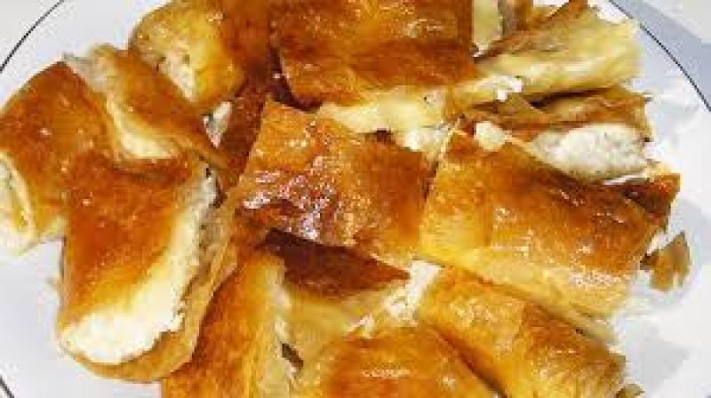 Bougatsa me tyri (special pie with cheese)