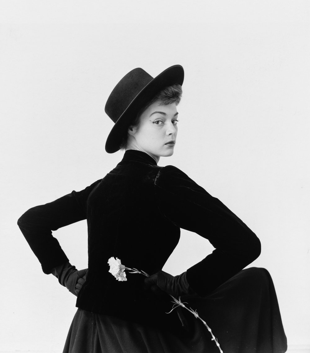 Jean Patchett (B) , Lima, 1948 Gelatin silver print © The Irving Penn Foundation