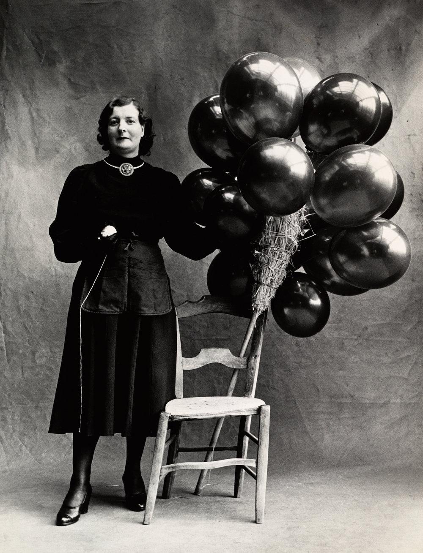 Marchande de Ballons (B) , Paris, 1950 [Balloon Seller] Gelatin silver print © Condé Nast (Fr.)