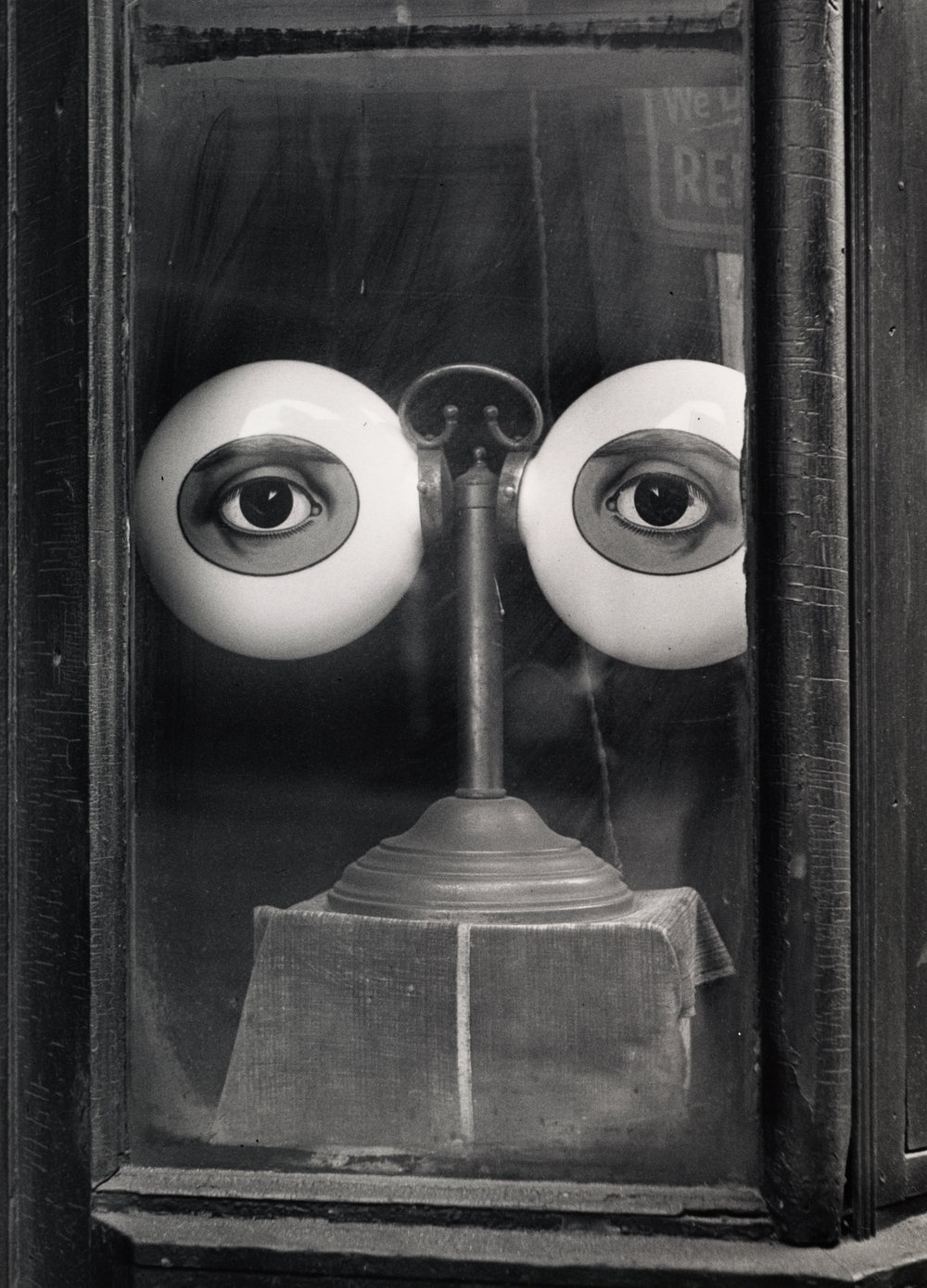 Optician's Shop Window (B) , New York, 1939 Gelatin silver print © Condé Nast