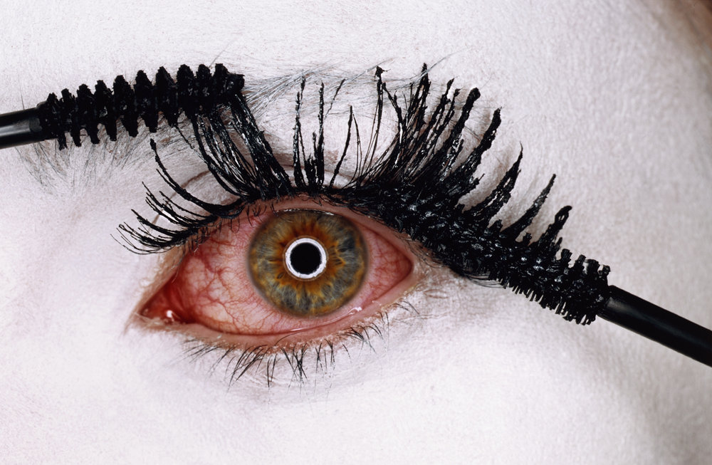 Mascara Wars , New York, 2001 Chromogenic print © Condé Nast