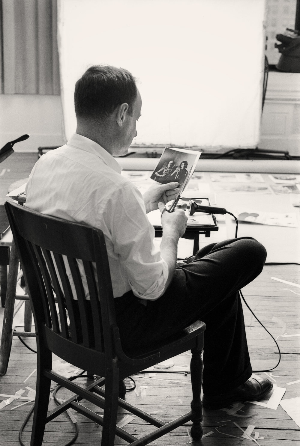 Robert Freson, Irving Penn preparing layouts for Moments Preserved, New York, 1959. Courtesy of Robert Freson