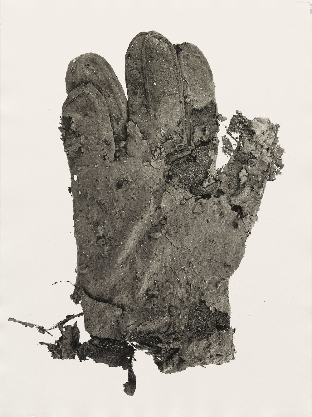 Irving Penn,  Mud Glove , New York, 1975. Platinum-palladium print.  ©  The Irving Penn Foundation