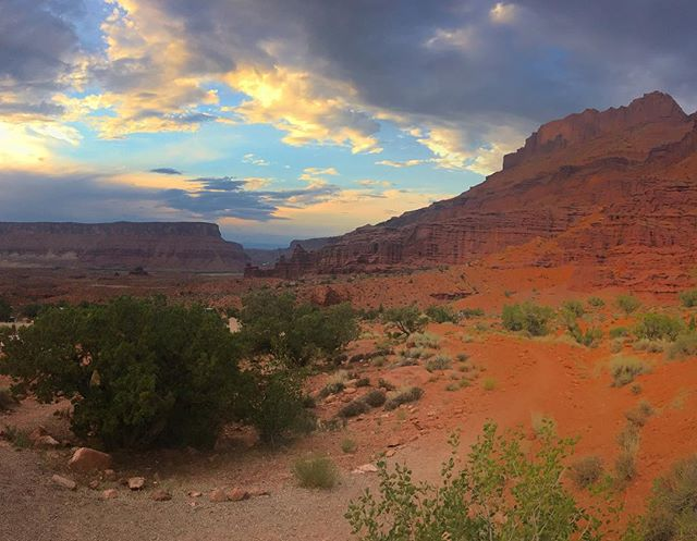 Sunset on our campsite last night in #moab 🔥🌞☺️