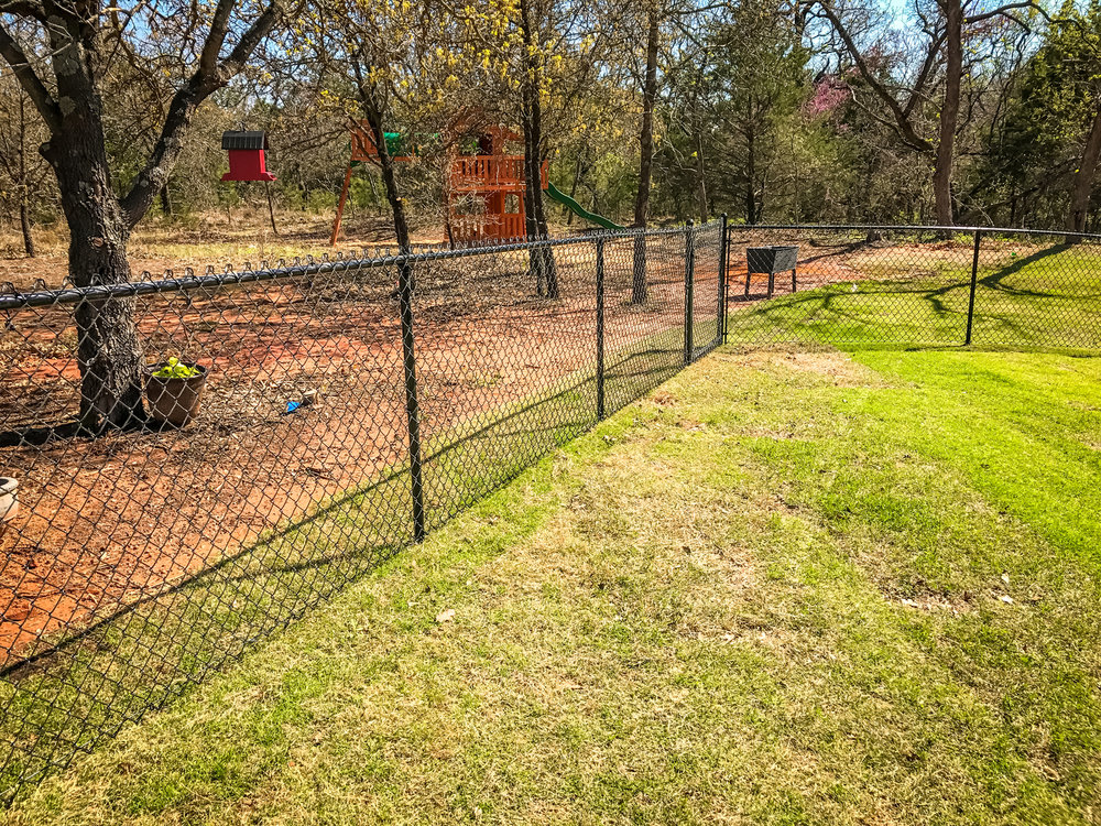 black-vinyl-chain-link-fence-yard.jpg