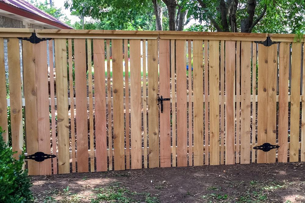 custom-cedar-fence-gate-redriverfence-17.jpg
