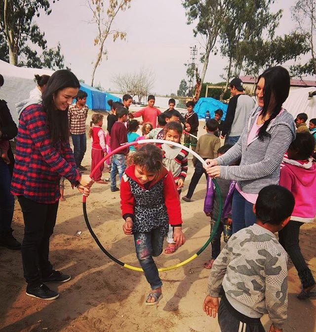 Just got word our Hoops ⭕️ made it to a refugee camp in the Middle East....please #prayforrefugees and all #aidworkers today 🙏 . . . #hoolaforhappiness #spreadjoy #charity #refugeeswelcome #loverefugees #refugeecamp #middleeast #lovenotwar #wewelcomerefugees #hoopdance #hulahoop #hoopgames #jumpthroughhoops #dosmallthingswithgreatlove ❤️⭕️🦋🌈🙏