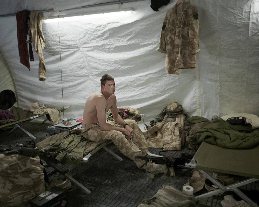 soldier3para.jpg