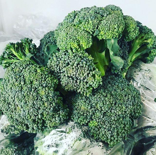 Fresh from the farm! #farmersmarket #parisky #broccoli
