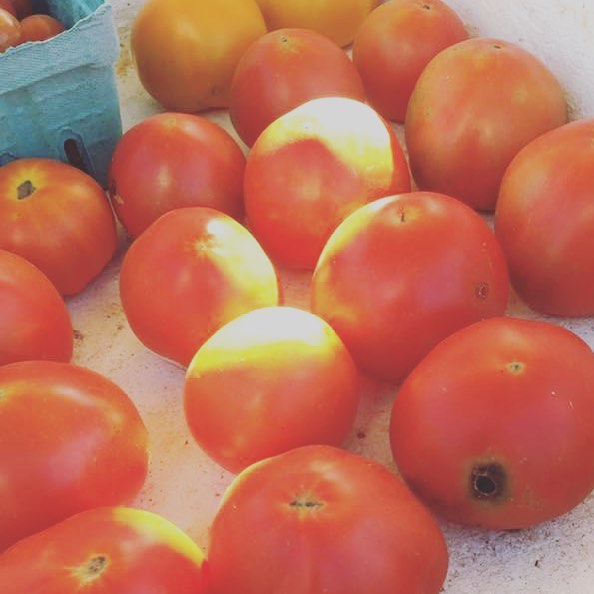 Fresh tomatoes! #farmersmarket #parisky