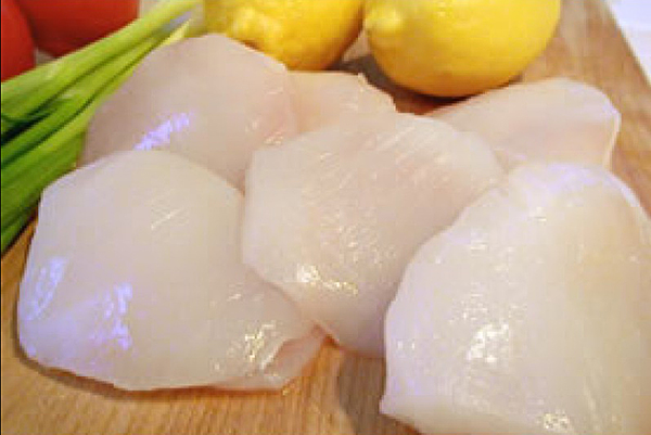 HALIBUT CHEEKS Boneless, extremely tender and moist, these yummy pieces of goodness come from the head of the fish and are considered a delicacy. They have a firm texture and are sometimes compared to sea scallops. Delicious pan-fried!