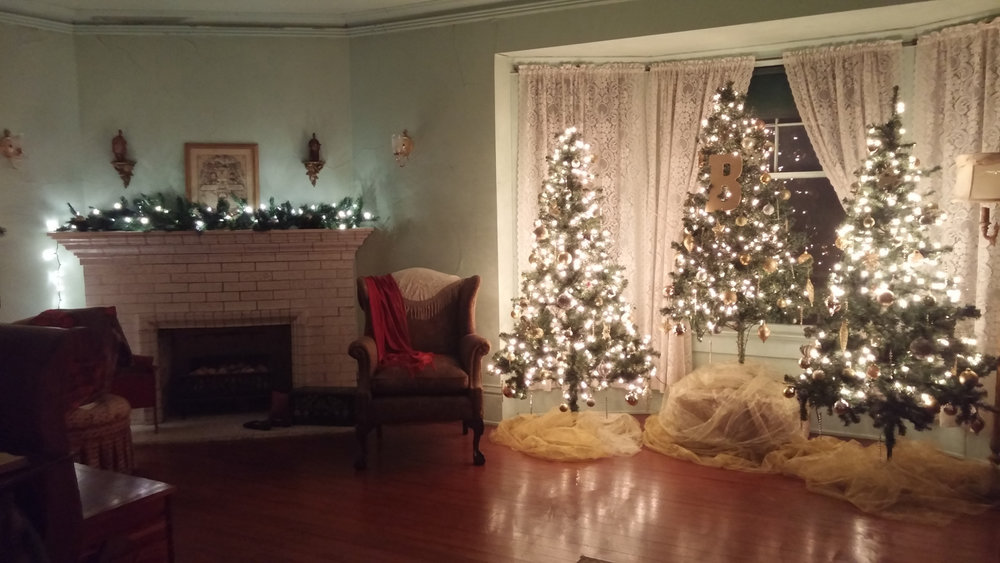 BROWN MANSION CHRISTMAS CANDLELIT TOURS, Coffeyville, Kansas