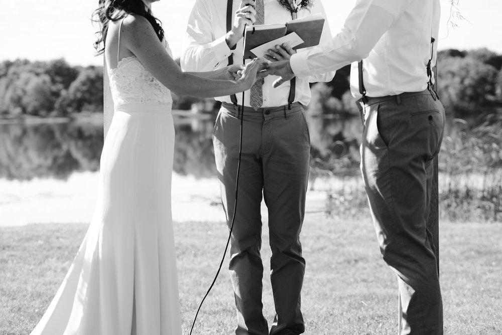 Quincy-Coldwater-Michigan-farm-wedding-photogapher-sydney-marie (190).jpg