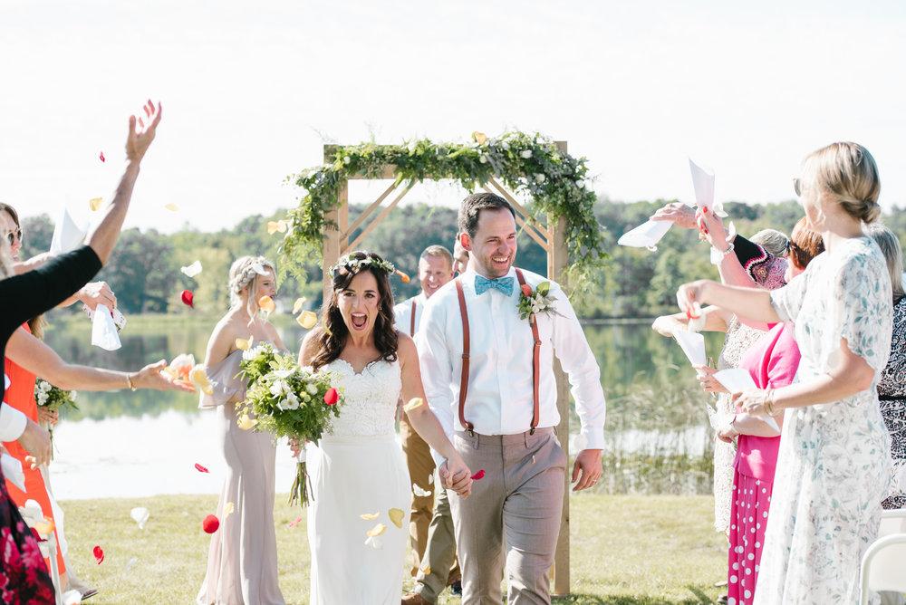 Quincy-Coldwater-Michigan-farm-wedding-photogapher-sydney-marie (204).jpg