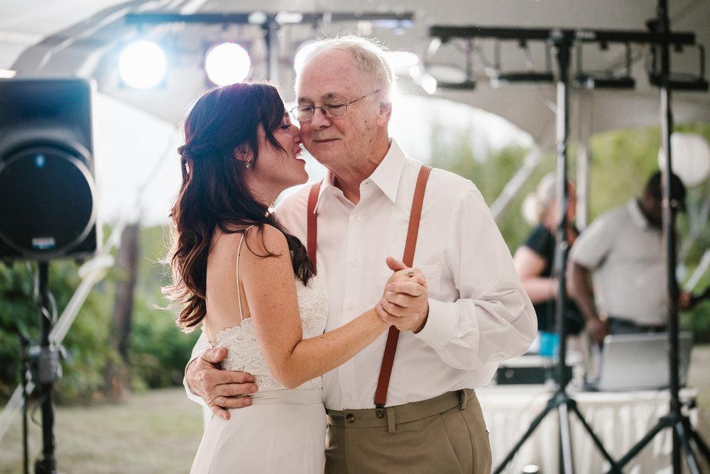 Quincy-Coldwater-Michigan-farm-wedding-photogapher-sydney-marie (457).jpg