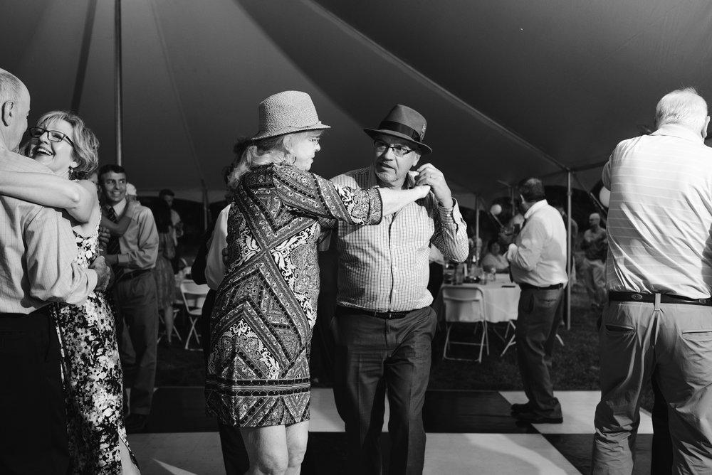 Quincy-Coldwater-Michigan-farm-wedding-photogapher-sydney-marie (489).jpg