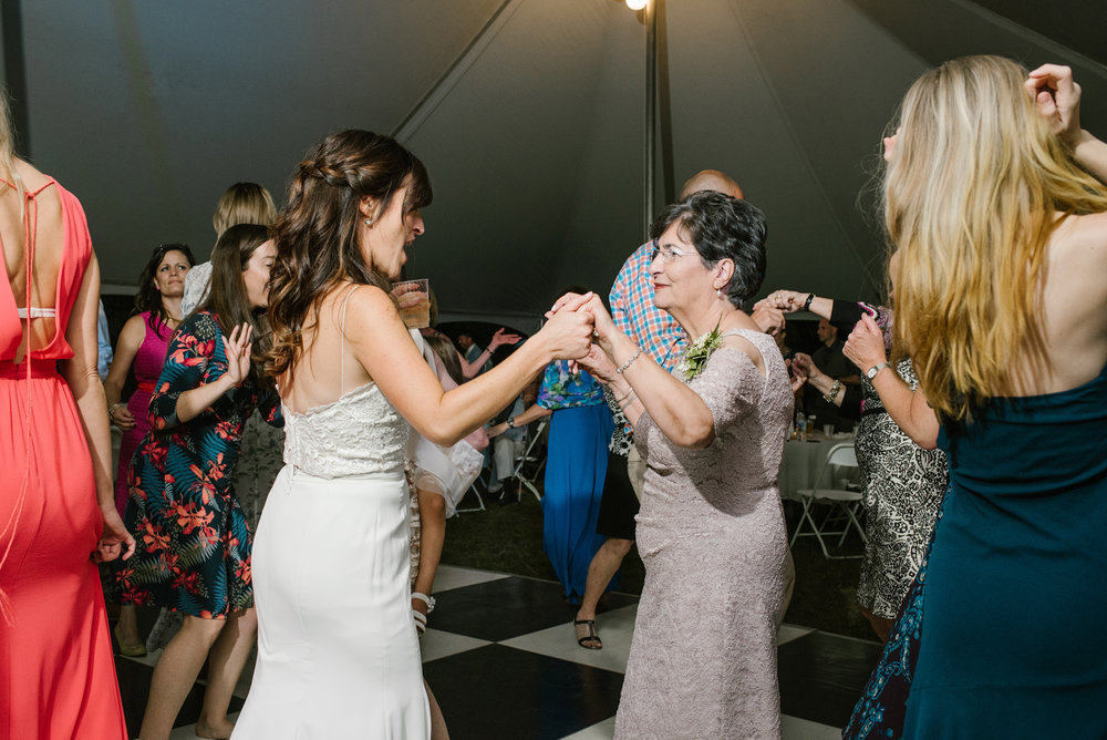 Quincy-Coldwater-Michigan-farm-wedding-photogapher-sydney-marie (526).jpg