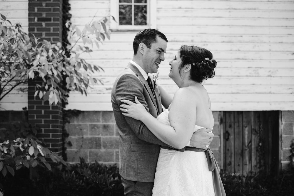 southwest-michigan-backyard-wedding-photographer-sydney-marie (59).jpg