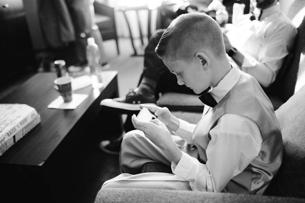 detroit-michigan-westin-book-cadillac-groomsmen-getting-ready-sydney-marie-photography (15).jpg