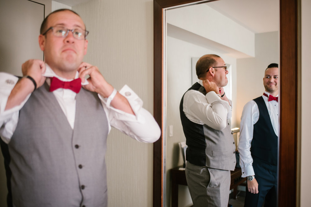 detroit-michigan-westin-book-cadillac-groomsmen-getting-ready-sydney-marie-photography (17).jpg