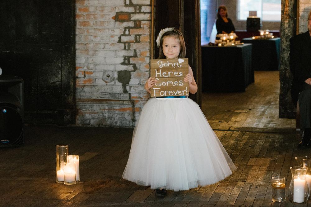 detroit-michigan-eastern-market-loft-wedding-sydney-marie (43).jpg