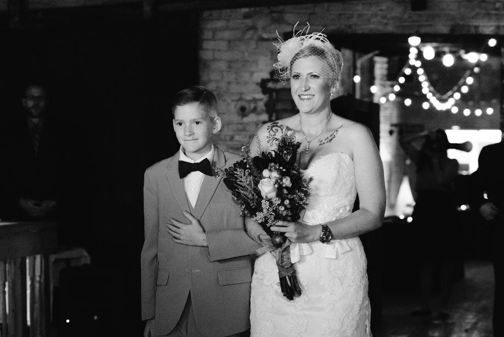 detroit-michigan-eastern-market-loft-wedding-sydney-marie (48).jpg