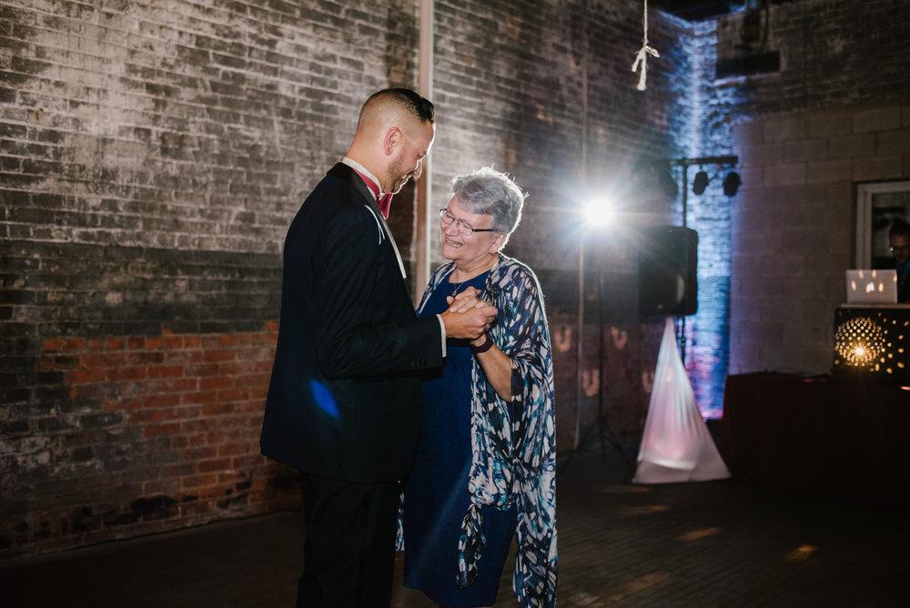 detroit-michigan-eastern-market-loft-wedding-sydney-marie (303).jpg