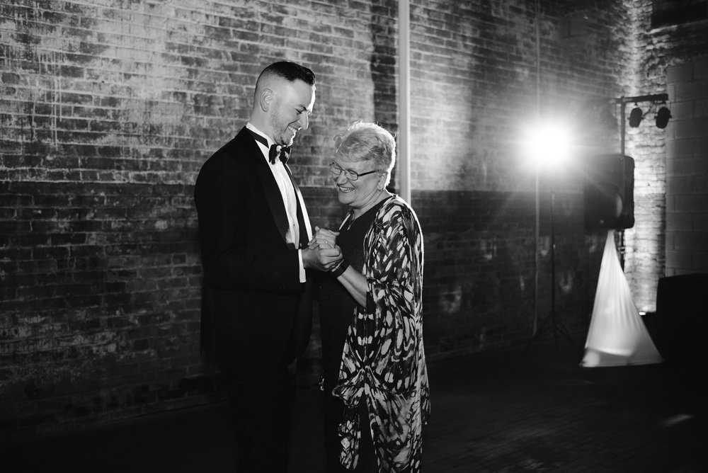 detroit-michigan-eastern-market-loft-wedding-sydney-marie (313).jpg