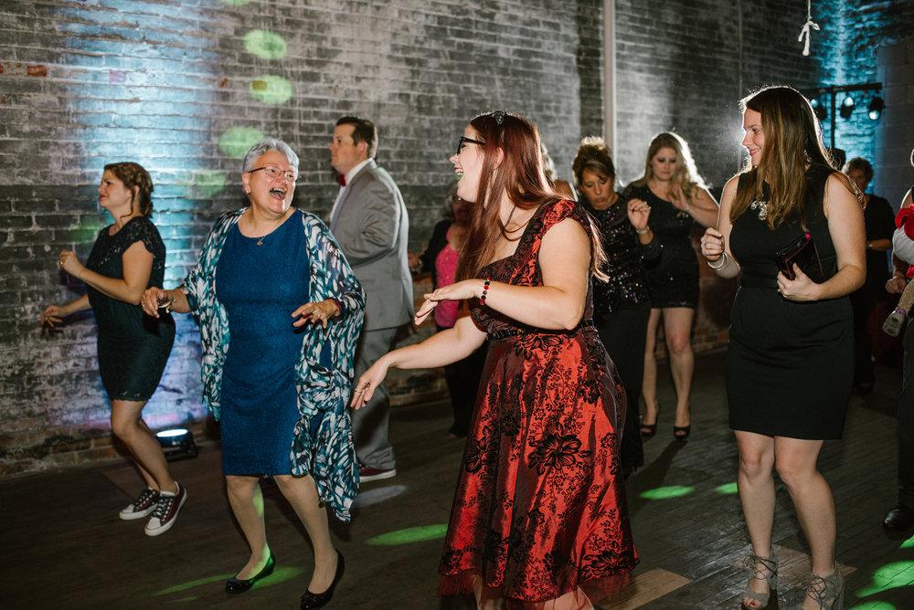 detroit-michigan-eastern-market-loft-wedding-sydney-marie (322).jpg