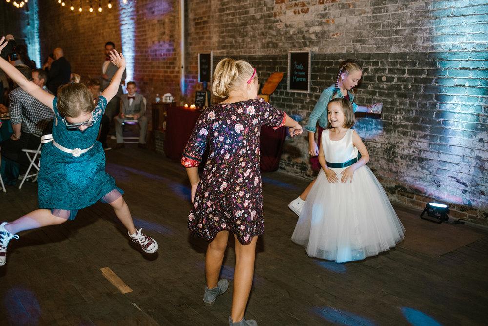 detroit-michigan-eastern-market-loft-wedding-sydney-marie (327).jpg