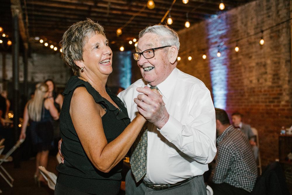 detroit-michigan-eastern-market-loft-wedding-sydney-marie (336).jpg